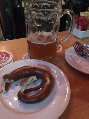 Maß with Bretzel (for Bretzelitos)