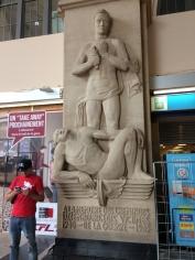 IMG_50_Denkmal im Bahnhof