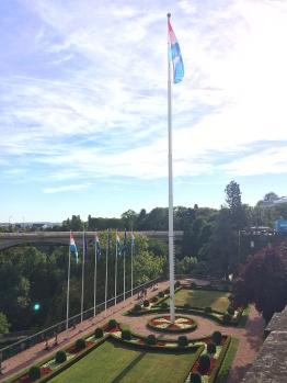 IMG_97A_Park mit Flagge