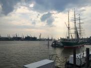 Hamburg Elbufer Frachter 2